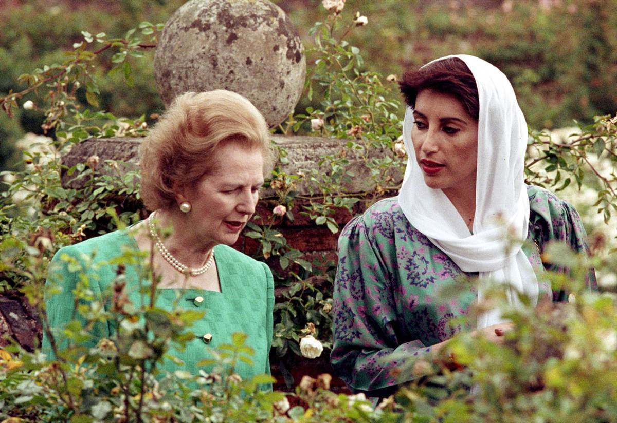 Thatcher speaks to Pakistan's Benazir Bhutto