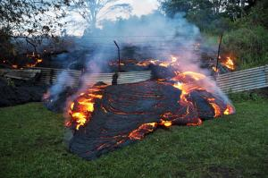 lava pushes into Pahoa, Hawaii