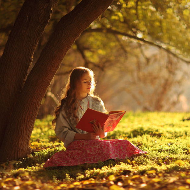 GIRL READING BOOK2