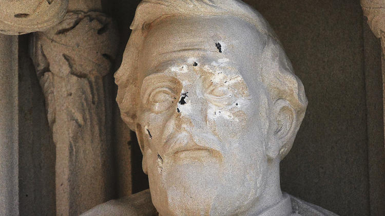 ct-duke-university-robert-e-lee-statue-defaced 2017