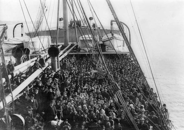 immigrants arriving Ellis Island 1916