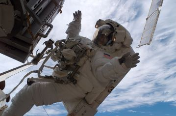 1280px-Sunita_Williams_astronaut_spacewalk