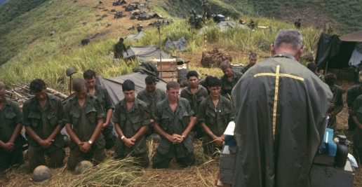 soldiers-pray-with-army-chaplain-P