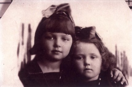 Holocaust survivor Zhana and Frina sisters