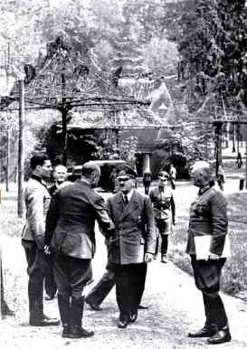 picture of Hitler and Strassenberg who attemted to kill Hitler