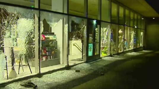 protest looting broken windows 2020